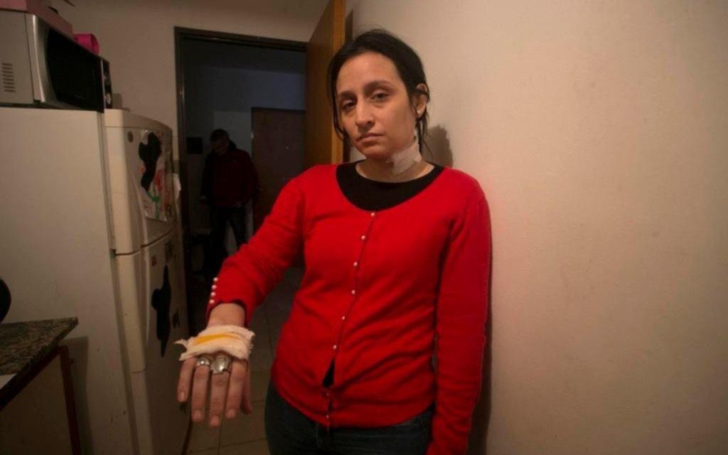 El ex la apuñaló y la amenaza, pero sonó la tobillera y le pidieron que se alejara ella
