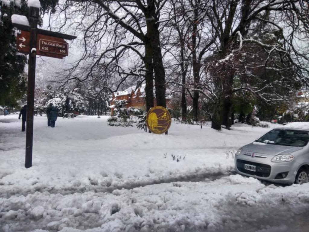 Aeropuertos y rutas abiertas luego del temporal de nieve en el sur