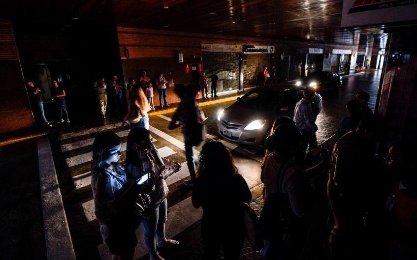Venezuela, otras vez a oscuras: un apagón dejó sin luz a Caracas y varios estados