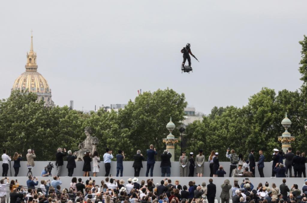 """El """"volador"""" de París intentará cruzar el Canal de la Mancha"""
