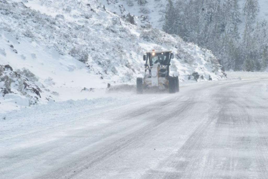 En el Sur continúan los coletazos por la gran nevada y media La Angostura sigue sin luz