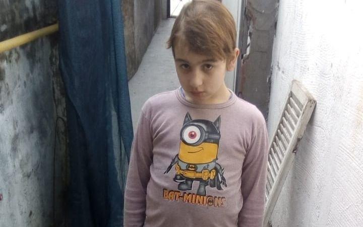 Campaña por nene platense que padece un trastorno generalizado y necesita una cinta para caminar