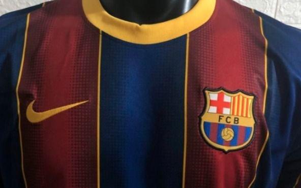 Lo que le faltaba: la camiseta nueva del Barcelona destiñe