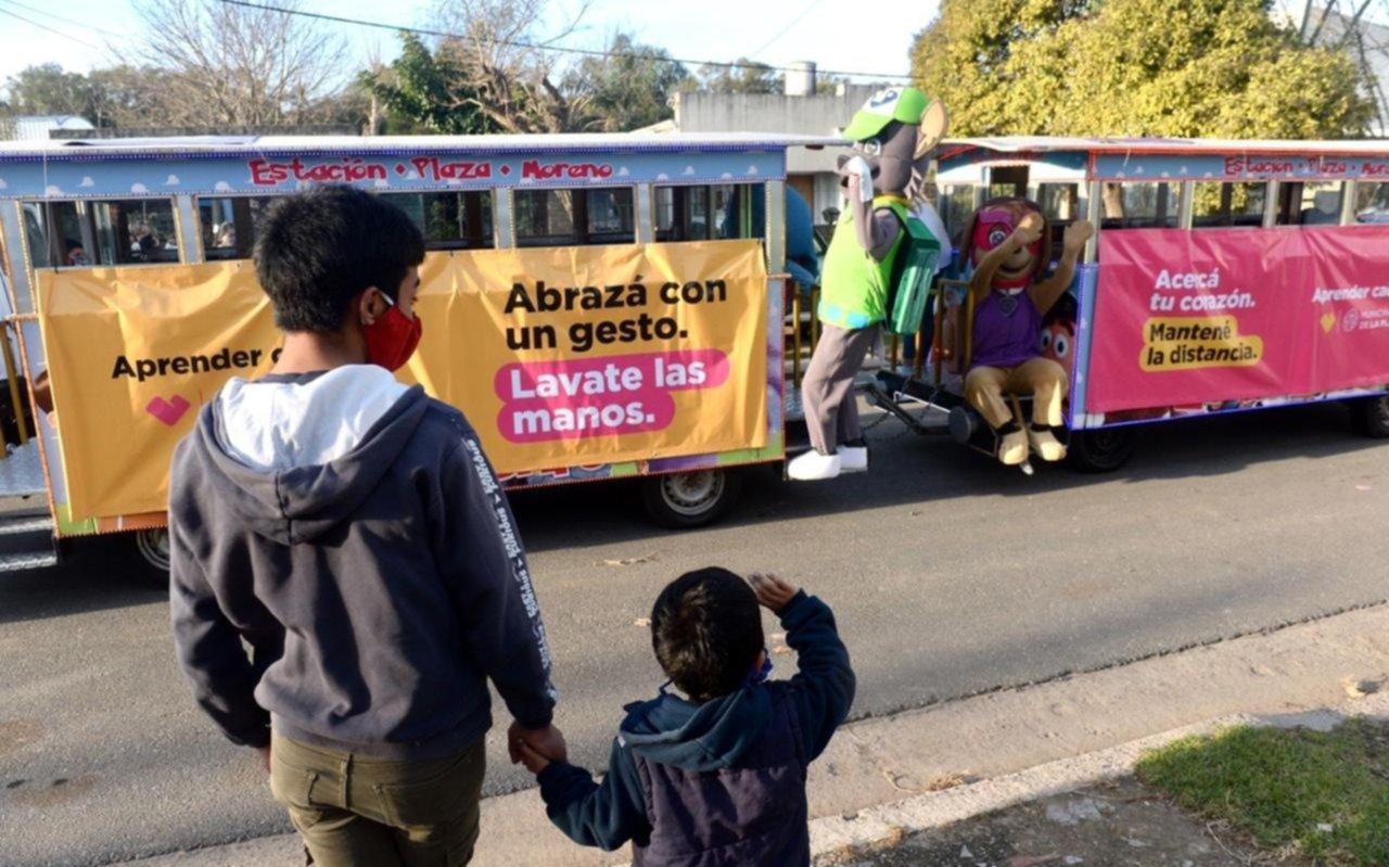 El tren de la alegría y los personajes animados ahora pasaron por San Carlos