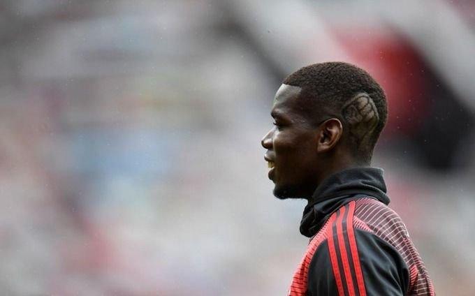 El futbolista Pogba salió a la cancha con un corte de pelo especial contra el racismo