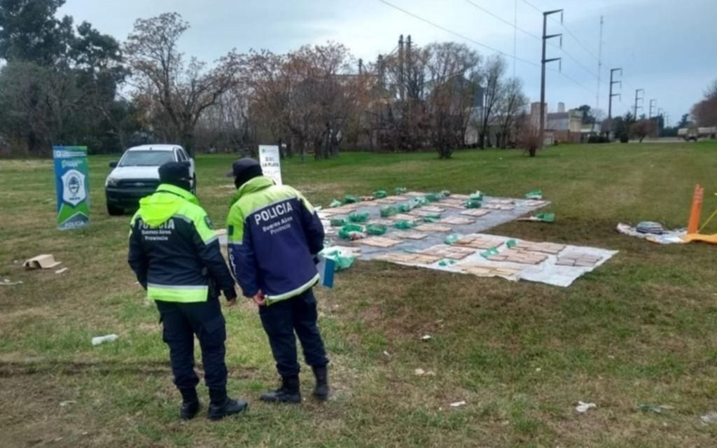 Una camioneta que volcó en Abasto llevaba más de 600 kilos de droga