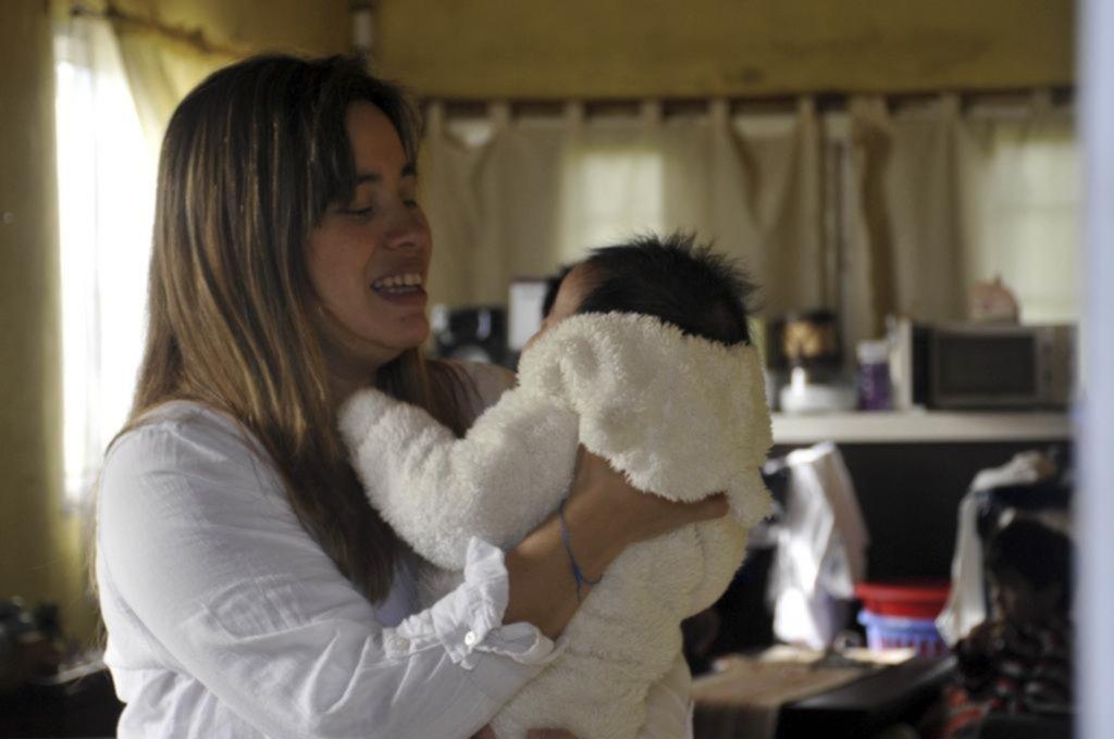 """Bebés """"coronials"""": nacer y crecer en tiempo de aislamiento social"""