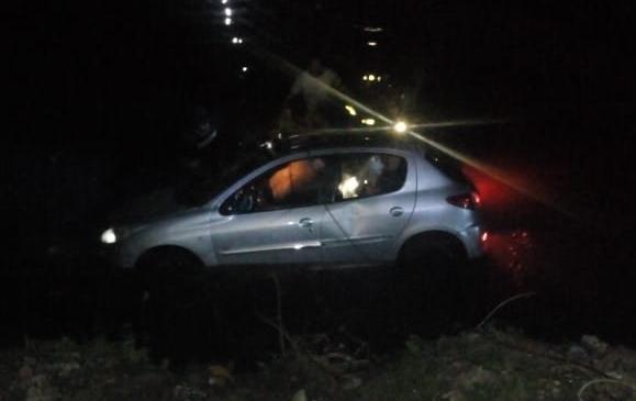 Investigan si robaron un auto y lo arrojaron al cauce del Arroyo Del Gato