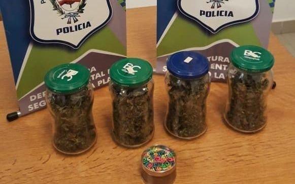 Plaza Sarmiento: lo detuvieron con un kilo de marihuana en su mochila
