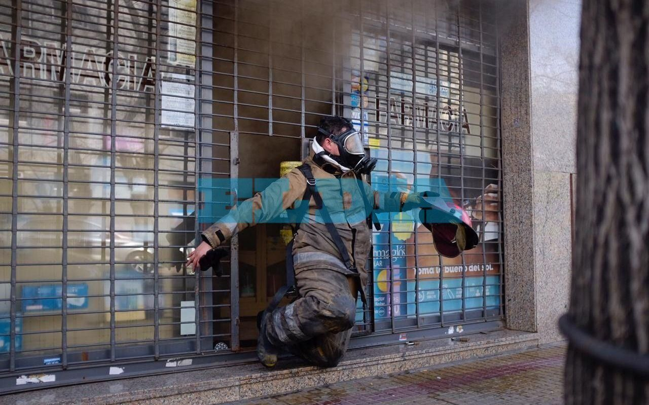 Principio de incendio en una farmacia céntrica y tensión en el barrio