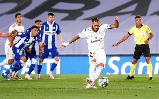 Real Madrid le ganó al Alavés y mantiene su diferencia con Barcelona