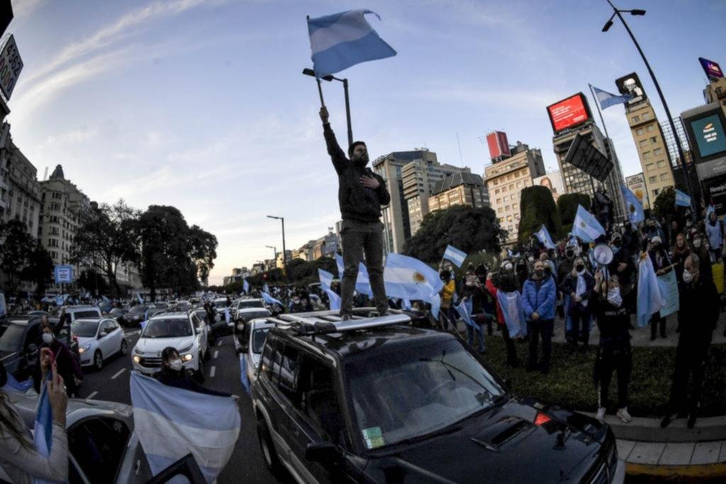 Tensiones cruzadas por el liderazgo político en el Gobierno y en la oposición