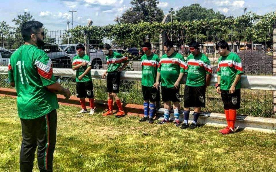 Buscan ampliar red de socios para ayudar a equipo de fútbol ciego de La Plata