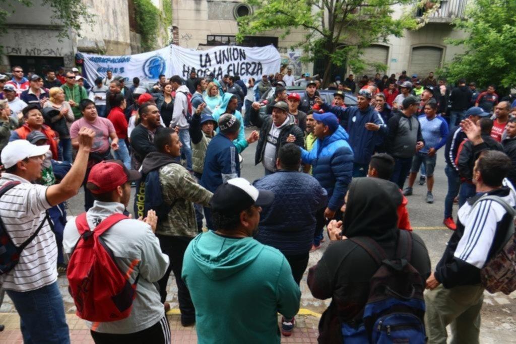 """Batalla campal con """"más de 200 tiros"""" y 3 heridos en un choque entre afiliados de la Uocra"""