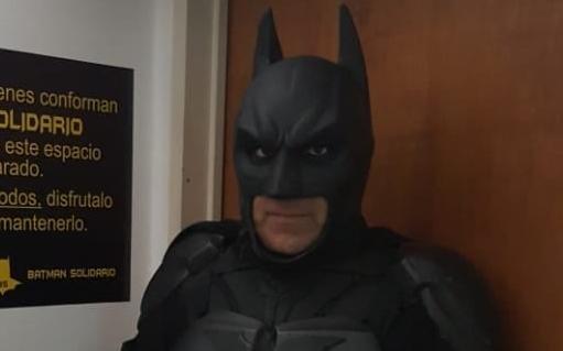 """""""Batman Solidario"""" prepara su baticueva"""