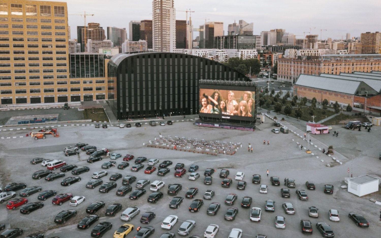 El increíble cine al aire libre en Bruselas, con la pantalla LED más grande de Europa