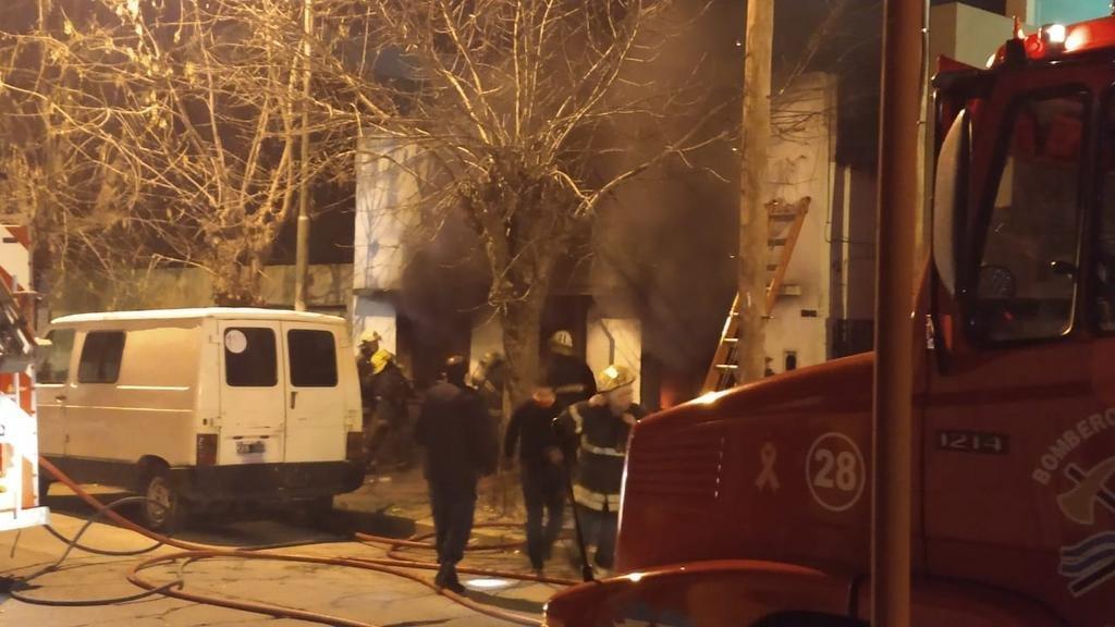 Un muerto y una joven grave a raíz de un incendio en una casa en el centro de Berisso