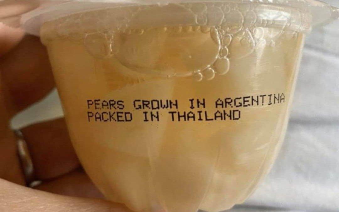 Peras cultivadas en Argentina, envasadas en Tailandia y vendidas en Estados Unidos
