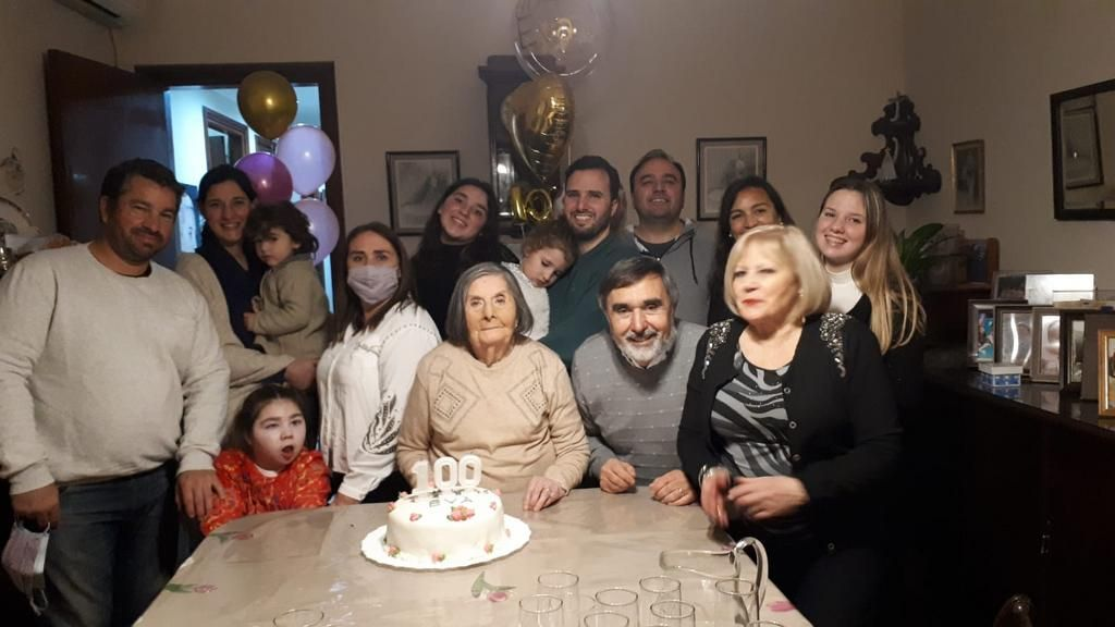 Emotivo festejo para celebrar los 100 años de Eva