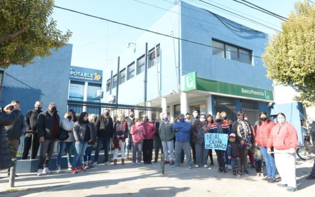 """Tras la manifestación de vecinos, desde el Banco Provincia aclaran que el cierre del anexo Romero """"es temporal"""""""