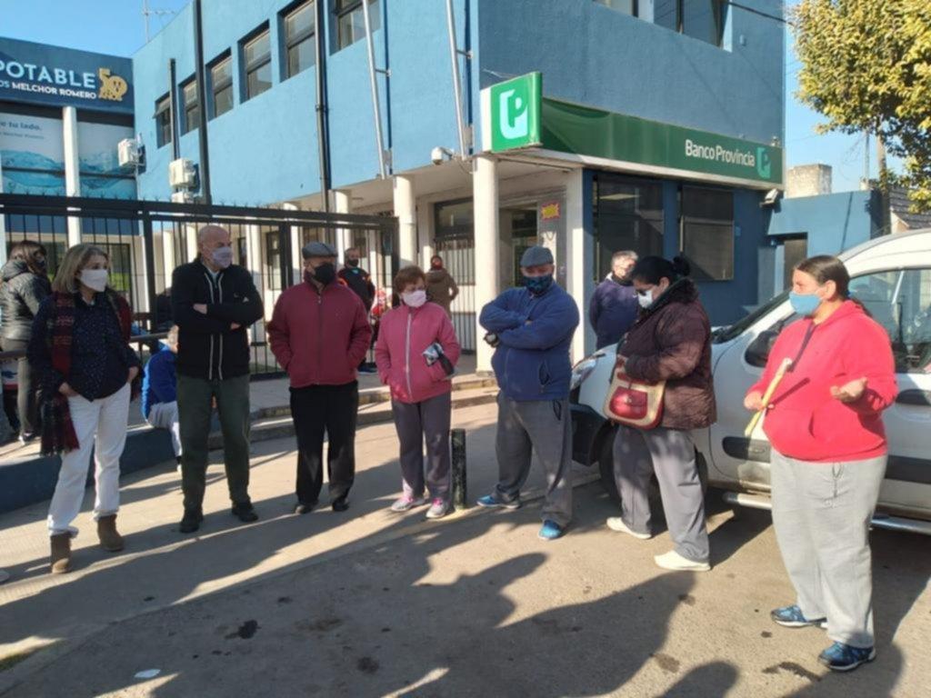 Vecinos se movilizan por la apertura de la sucursal del Bapro en Romero