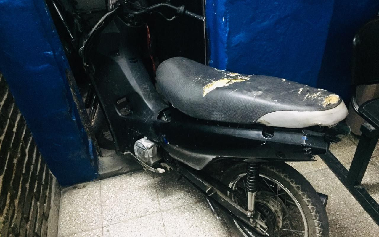 Circulaba con una moto robada en La Loma y lo detuvieron