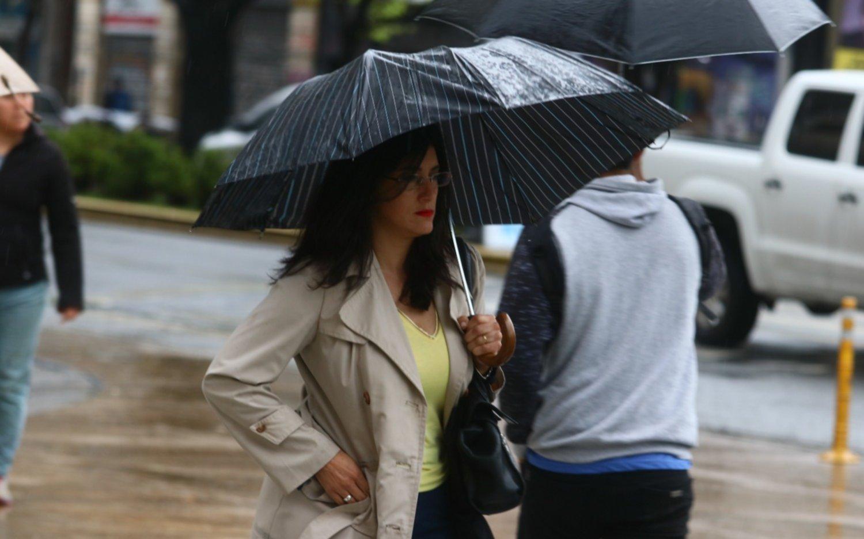 Tras una noche lluviosa, mejora el tiempo en La Plata