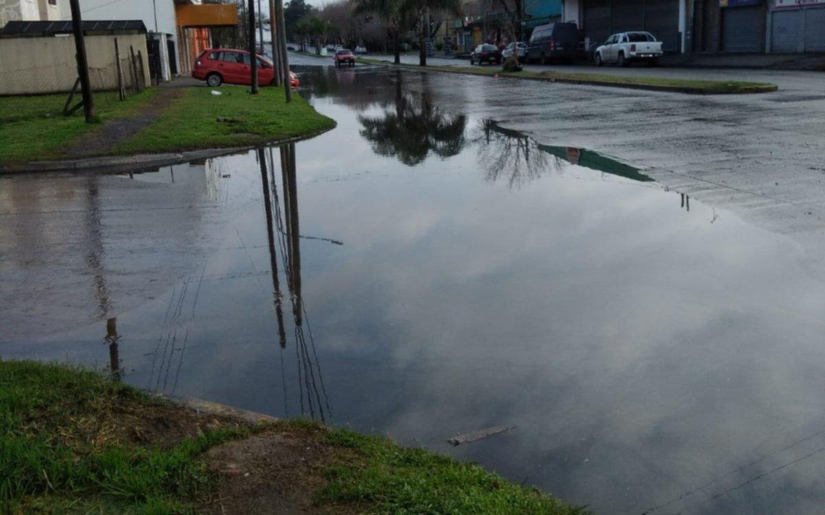 Acumulación de agua tras la lluvia en  sector de Tolosa