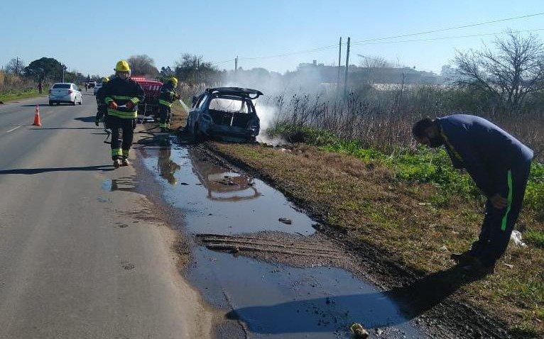 Se prendió fuego un auto en Ruta 36: el conductor se salvó escapando por la ventanilla