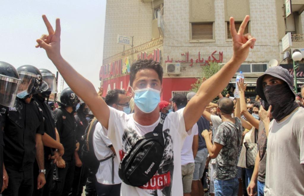 Sacude a Túnez una grave crisis política