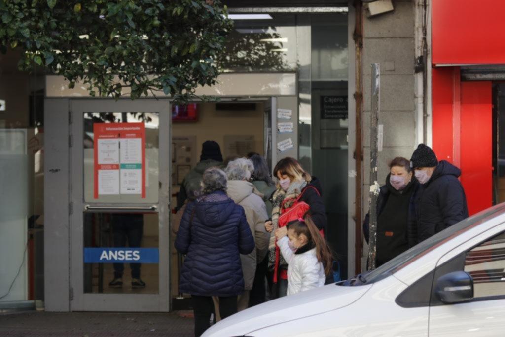 """El frío pega duro y en La Plata sigue activa la """"advertencia violeta"""""""
