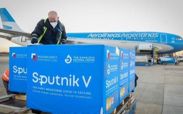 Llegó cargamento de componente 2 de Sputnik V para producir más de 750 mil vacunas