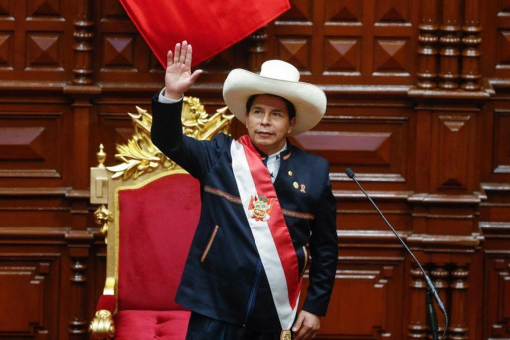 Tras asumir en Perú, Castillo anunció un proyecto de reforma constitucional