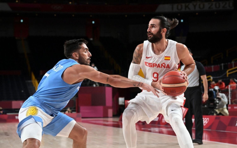El básquet cayó ante España y se complicó la clasificación