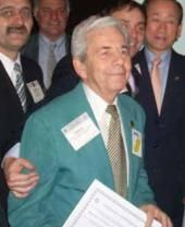 Rotario platense recibe un premio internacional