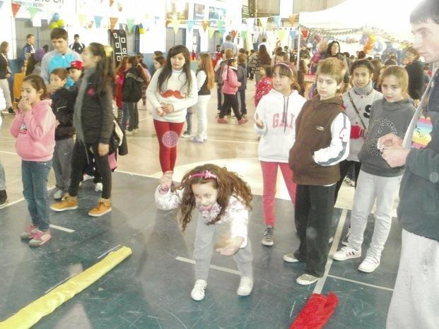 Campaña Niño Solidaria Día Por 12 Calle Del En El F3TlKJc1