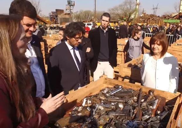 Garavano y Bullrich presenciaron la destrucción de 25 mil armas de fuego