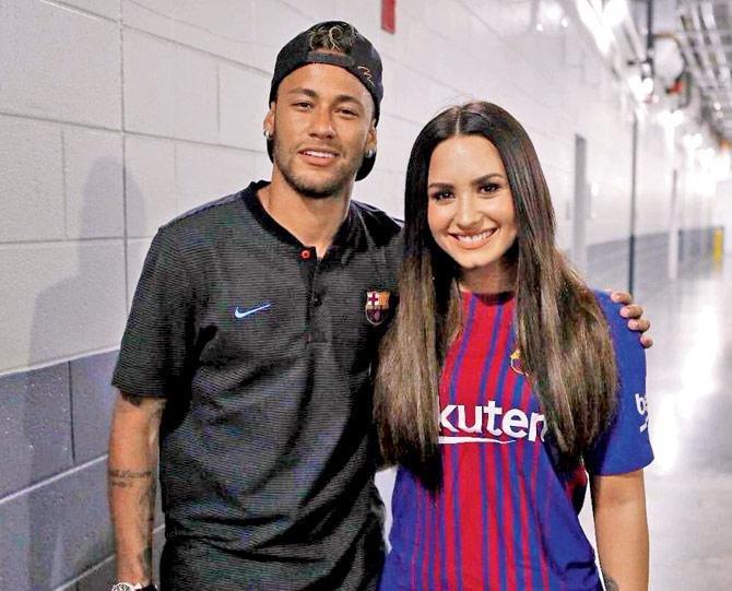 El Futbolista Y La Cantante Coinci Ron En Un Evento Y Se Fotografiaron Juntos Instagram Artista Polifacetica Demi Lovato