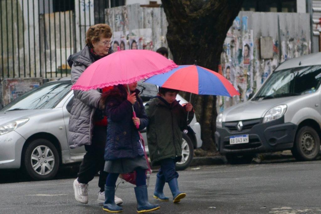 Hoy seguirán las lluvias pero pronostican que asomará el sol para la jornada electoral
