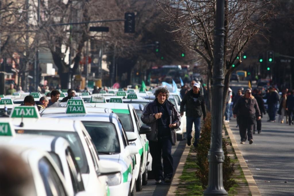 """Una marea de taxis le dijo """"no"""" a Uber y el Centro fue un infierno vial"""