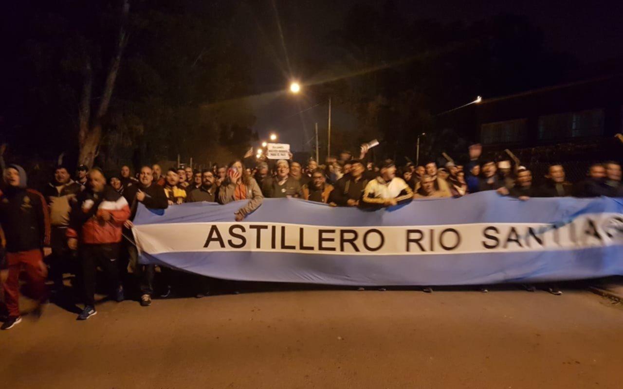 """Trabajadores del Astillero Río Santiago se movilizaron ante un rumor de """"intervención"""""""