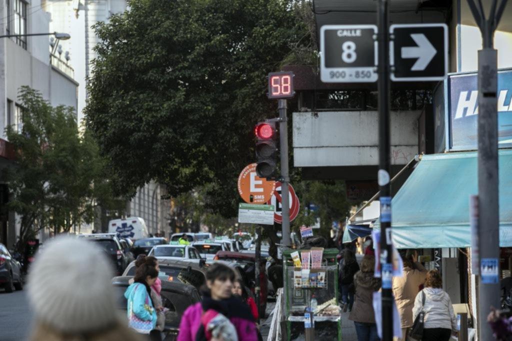 La flota de semáforos con cuenta regresiva pide auxilio y salen a instalar más equipos