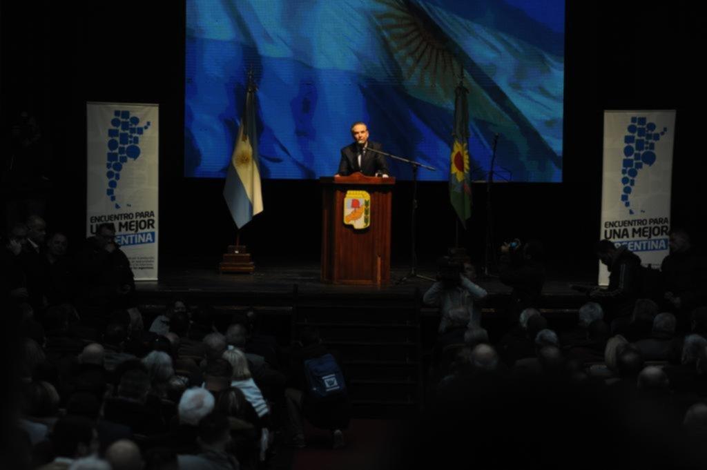 Con traje de precandidato presidencial, Pichetto lanzó el Peronismo Federal bonaerense