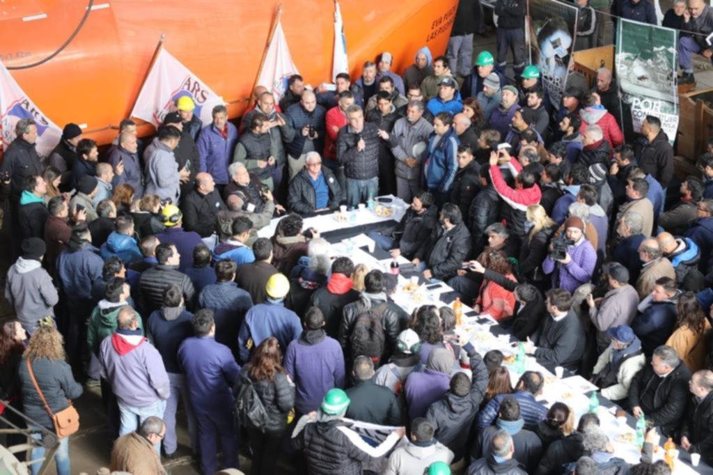Legisladores de la oposición sesionaron en el Astillero