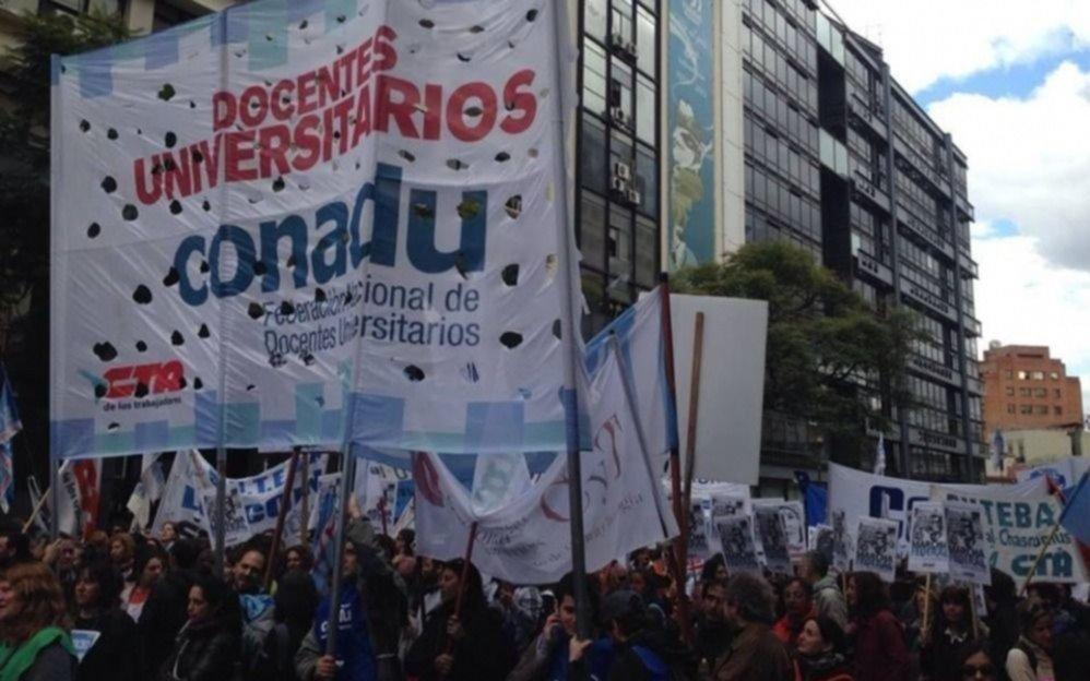Los docentes universitarios se reúnen con el Gobierno por paritarias
