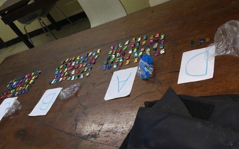 Encuentran droga en un chaleco policial de la Delegación de Narcotráfico de La Matanza