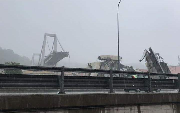 Un puente se derrumba y cae sobre una autopista en Génova