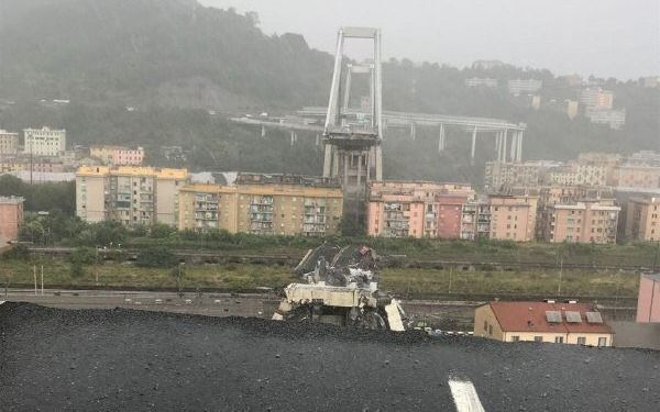 Puente en Génova colapsa y deja decenas de muertos — Italia