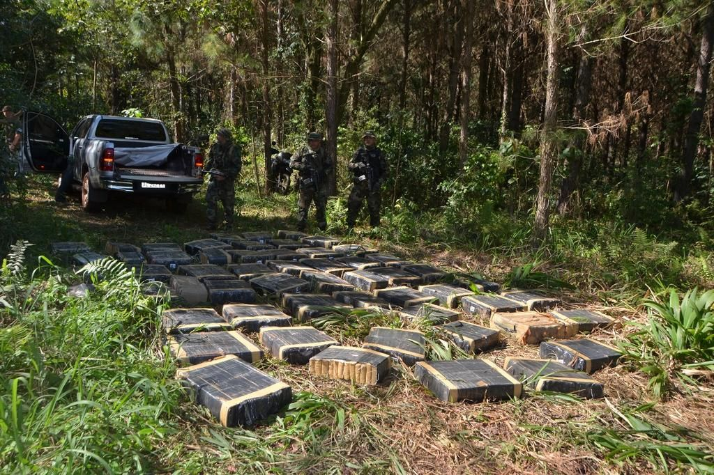 They kidnapped more than seven tons of marijuana on the border with Paraguay