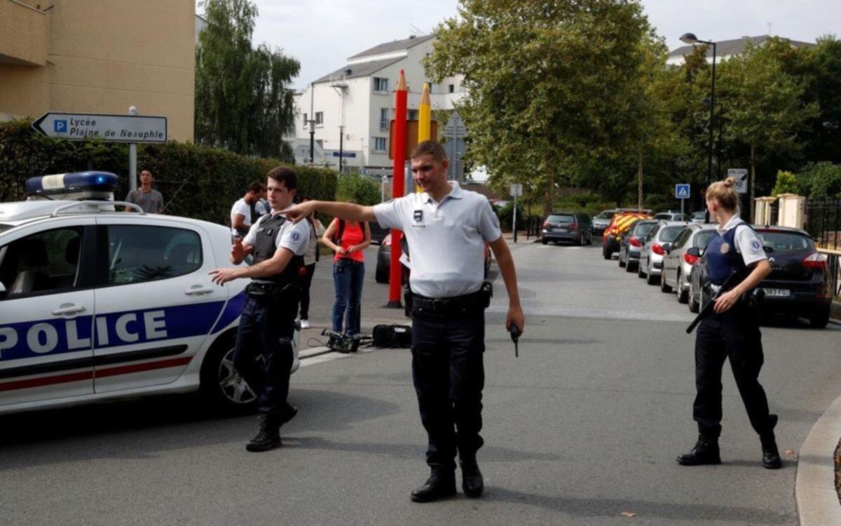 Dos muertos y un herido grave por ataque a cuchillo en París